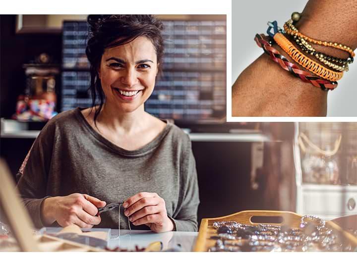 Collage: Mujer haciendo joyas y muñeca con diferentes y coloridos brazaletes